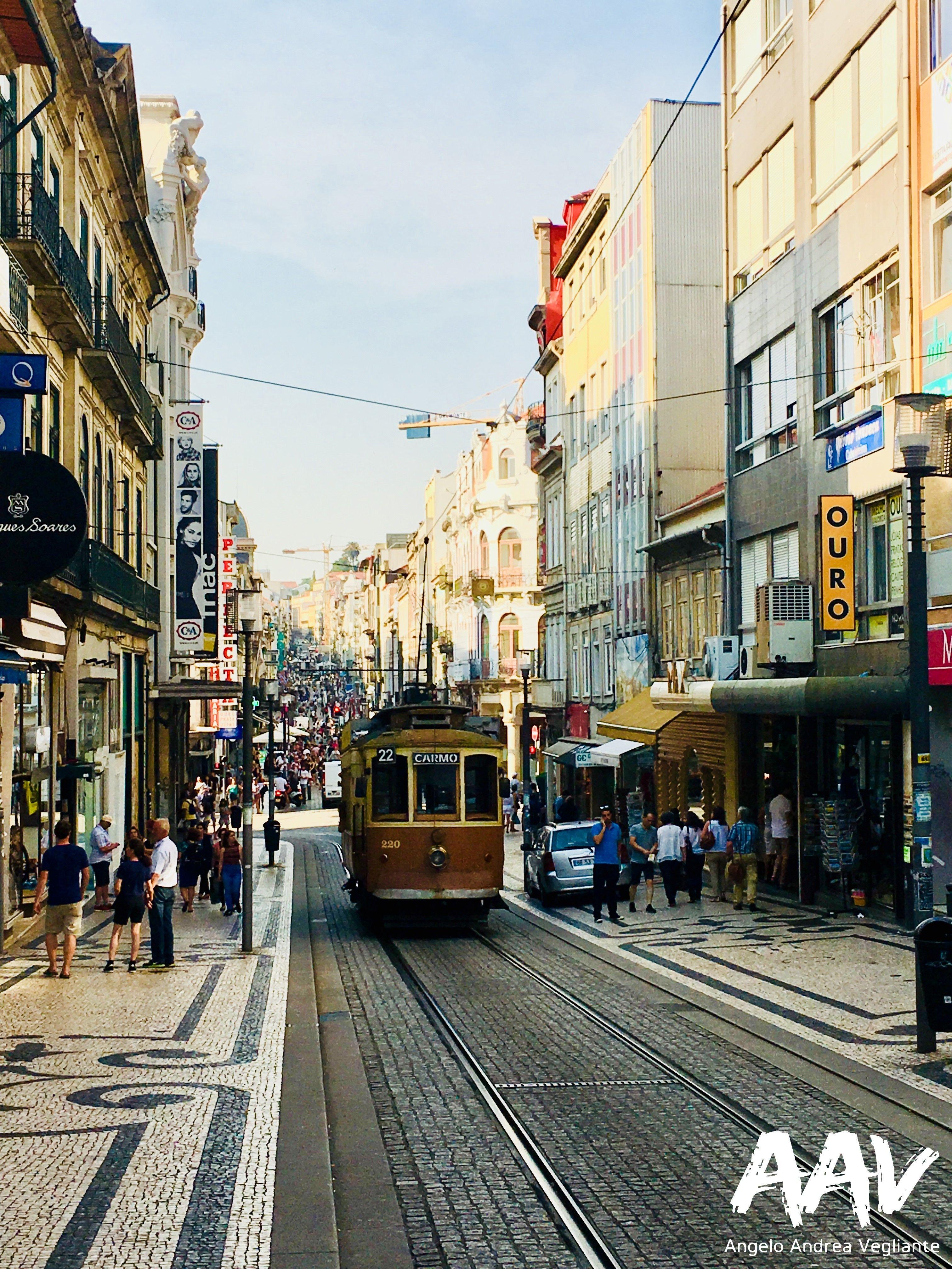 porto-tram-angelo andrea vegliante-portogallo-colui che veglia