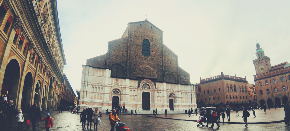 bologna-angelo andrea vegliante-colui che veglia-colui che viaggia-viaggio-emilia romagna-natale-italia