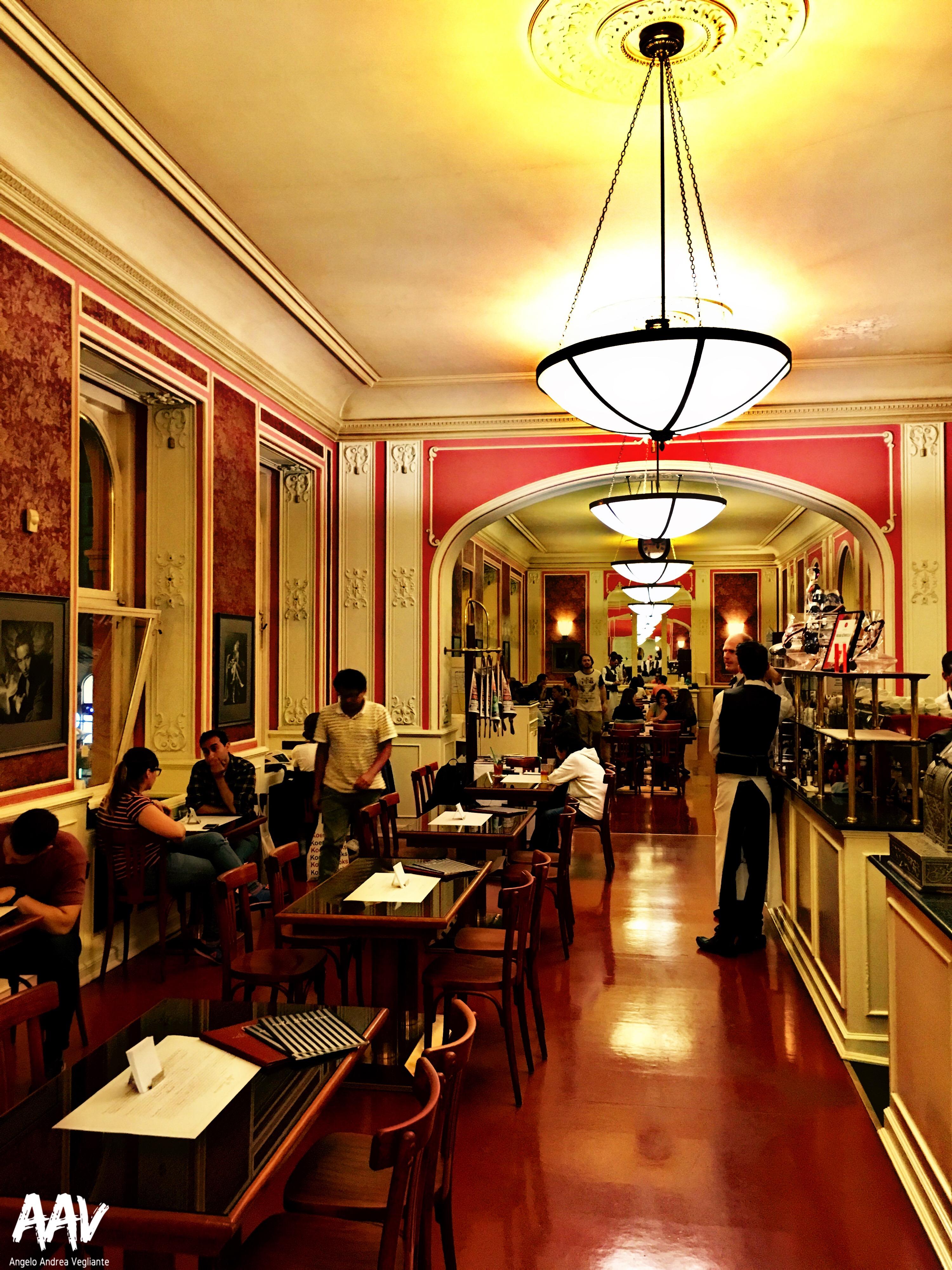 Café Louvre-Praga-Repubblica Ceca-Europa-Kafka-Einstein-Angelo Andrea Vegliante-Colui che veglia-viaggio