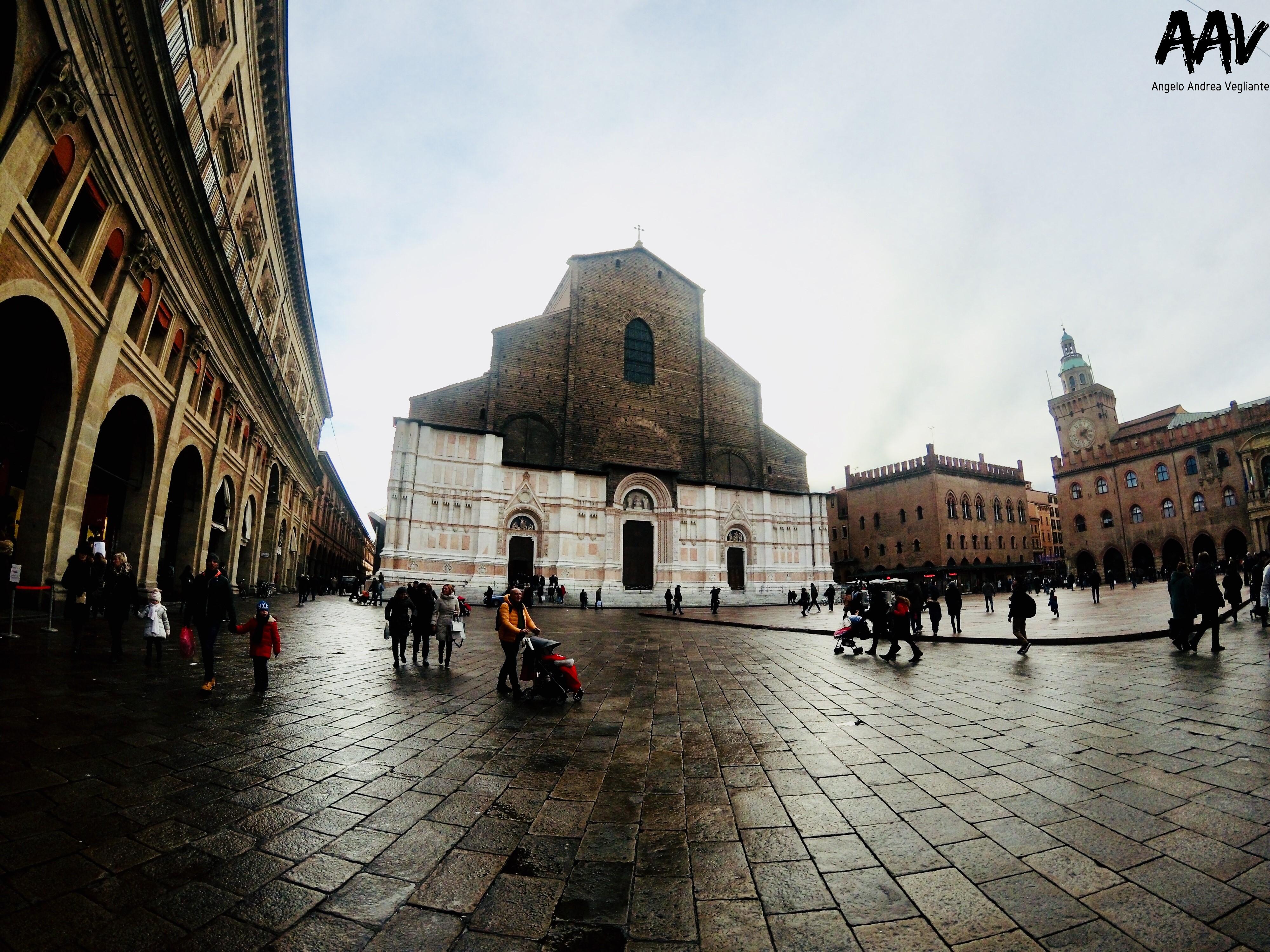 piazza maggiore-basilica san petronio-bologna-angelo andrea vegliante-colui che veglia-colui che viaggia-viaggio-emilia romagna-italia