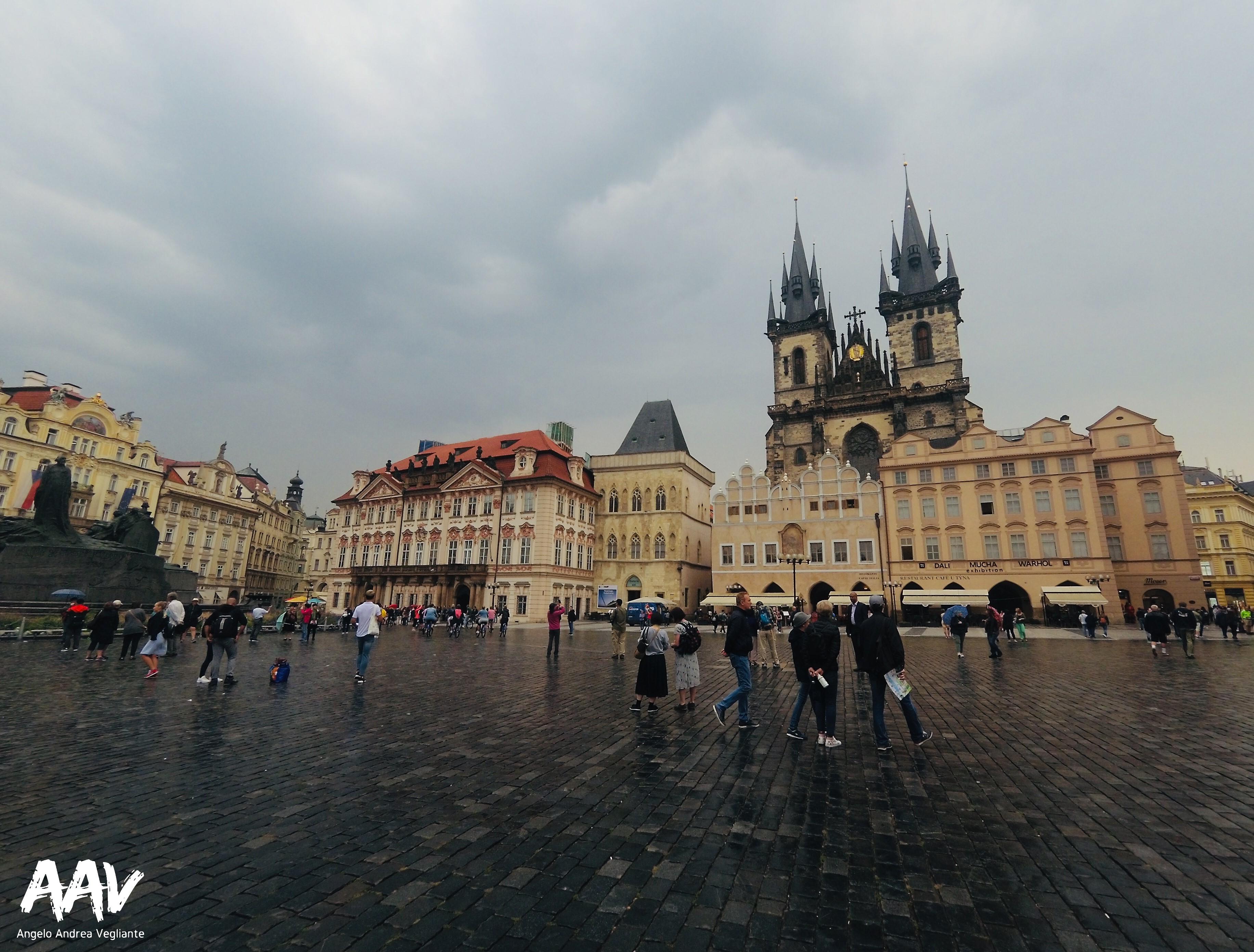 Piazza centrale di Praga-Praga-Europa-Repubblica Ceca-Angelo Andrea Vegliante-Colui che veglia-viaggio-mondo