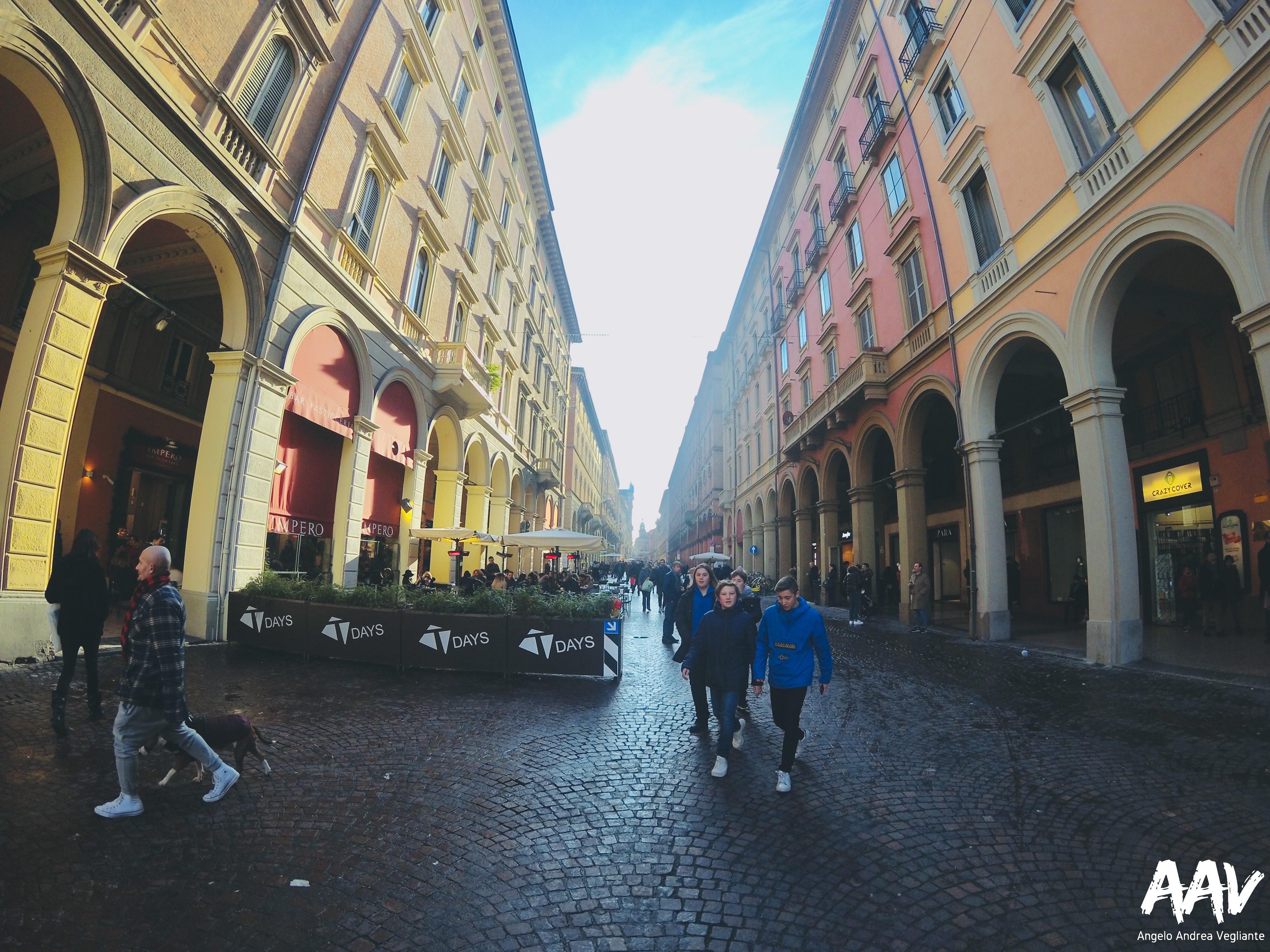 via dell'indipendenza-bologna-italia-emilia romagna-natale-angelo andrea vegliante-colui che veglia-colui che viaggia