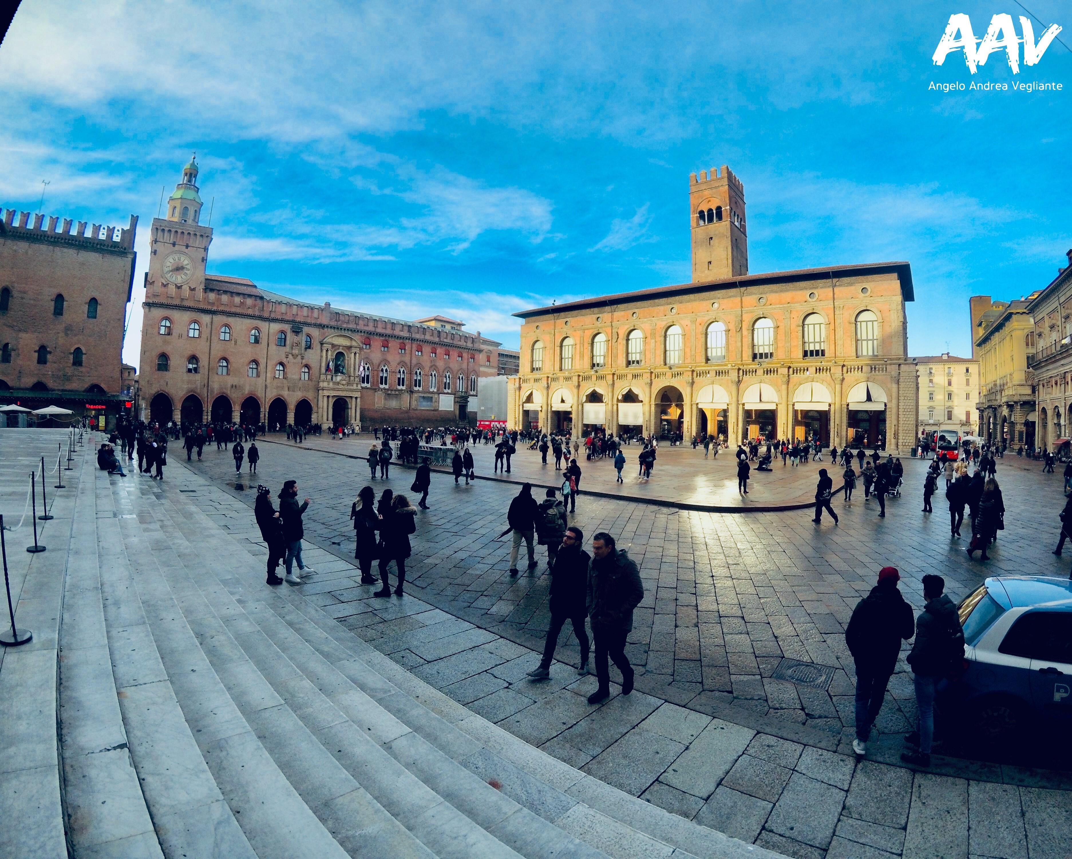 piazza maggiore-bologna-emilia romagna-colui che veglia-colui che viaggia-angelo andrea vegliante-italia-natale