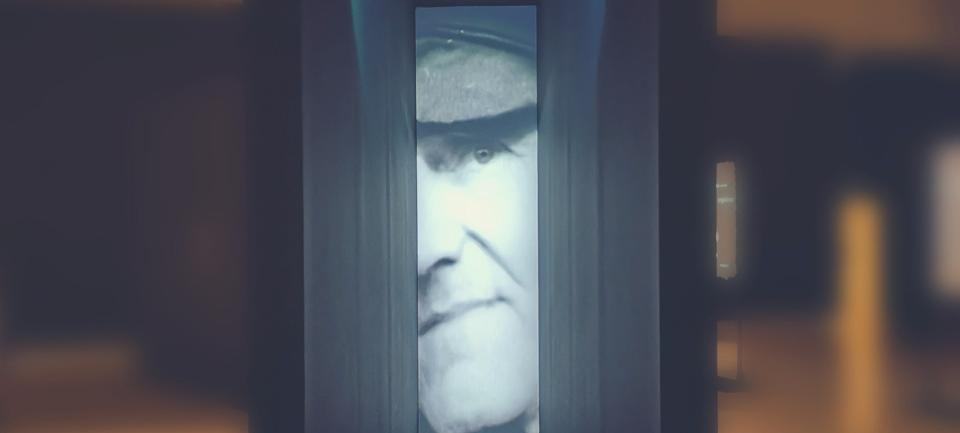 Testimoni dei testimoni-angelo andrea vegliante-palazzo delle esposizioni-Auschwitz-Birkenau-campo di concentramento Auschwitz-Birkenau-mostra roma Auschwitz-Birkenau-mostra roma-palazzo delle esposizioni roma-colui che veglia