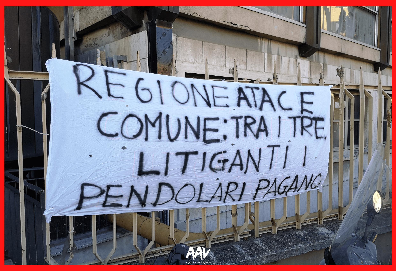 manifestazione regione lazio roma lido cartello